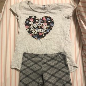 Old Navy Heart T-shirt and cut off leggings 6-7
